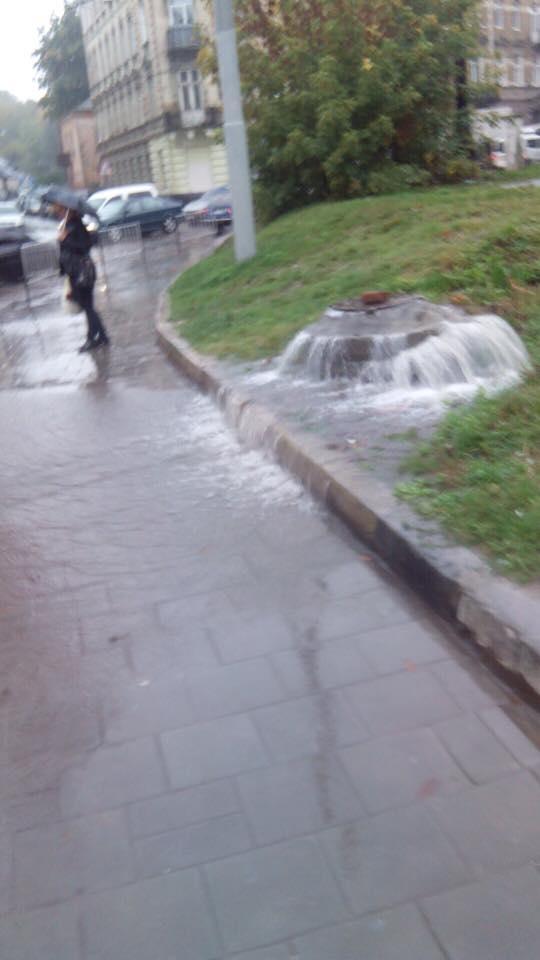 Плаваюче сміття та транспортний коллапс: як затоплює Львів (фото) фото 2