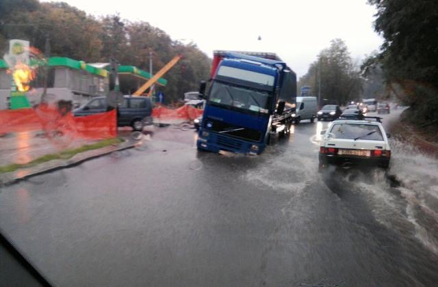 Плаваюче сміття та транспортний коллапс: як затоплює Львів (фото) фото 1