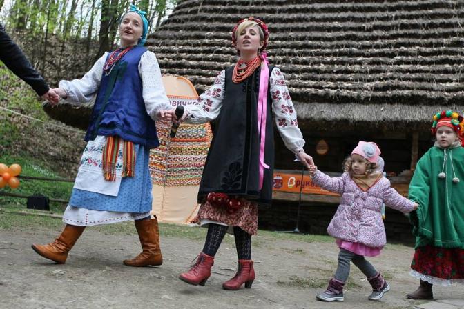 Фоторепортаж: як львів'яни святкують Великдень у Шевченківському гаю фото 7