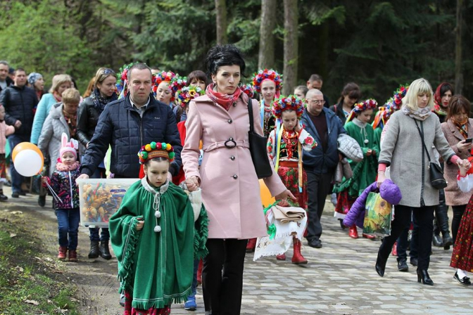 Фоторепортаж: як львів'яни святкують Великдень у Шевченківському гаю фото 12