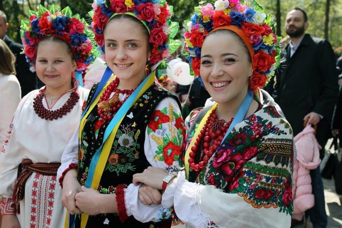 Фоторепортаж: як львів'яни святкують Великдень у Шевченківському гаю фото 13