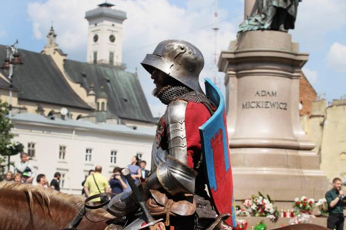 Святкова хода, Король Лев і Королева Констанція, Berbeque Fest: як львів'яни святкують День міста фото 1