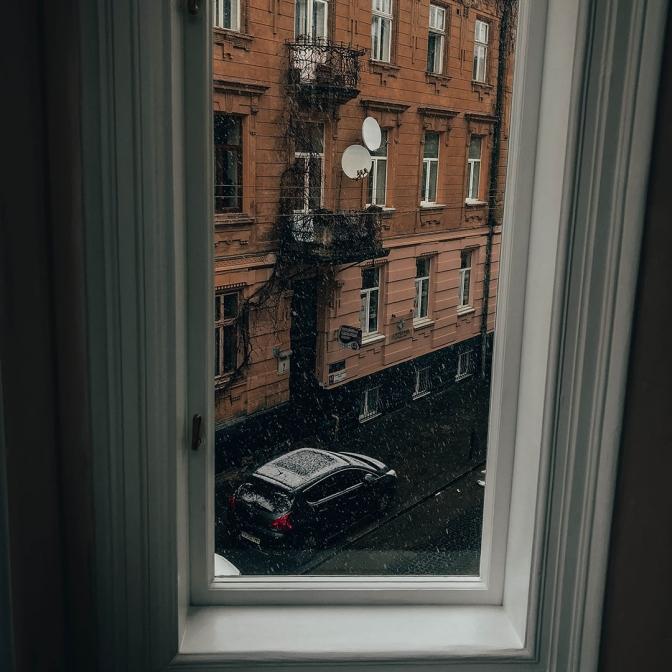 1 2283a - У будинку-пам'ятці на вулиці Поповича, 5 відновили автентичні вікна
