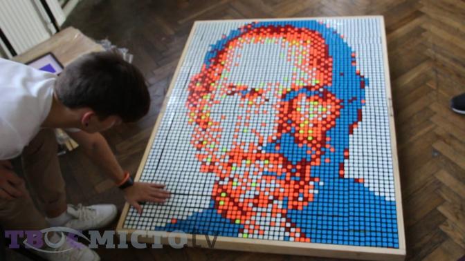 У Львові  студент створив унікальний портрет з кубиків  (відео) фото