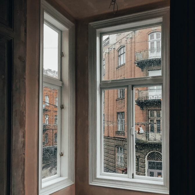 2 2283a - У будинку-пам'ятці на вулиці Поповича, 5 відновили автентичні вікна
