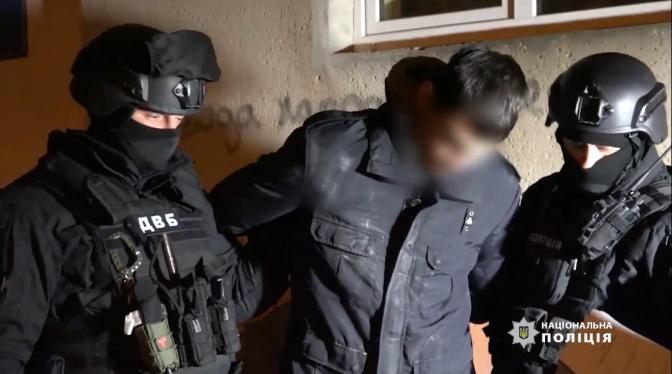 Майора львівської поліції затримали за збут героїну та хабарі. Відео ... 10cdd8c79a56f