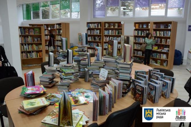 Крісла-мішки, коворкінг та спорт-арена: у Львові відкрили новий простір для читання фото