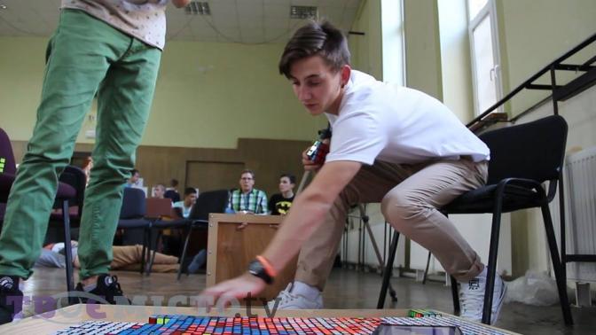 У Львові  студент створив унікальний портрет з кубиків  (відео) фото 1