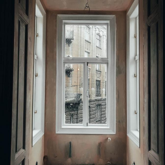 4 aba13 - У будинку-пам'ятці на вулиці Поповича, 5 відновили автентичні вікна