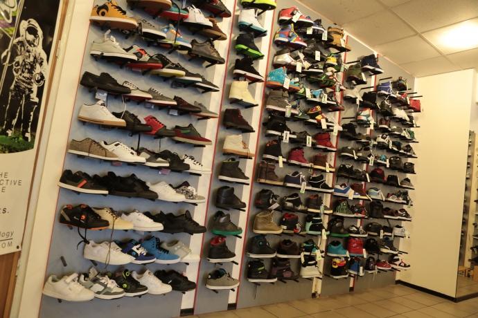 d775fc39b294a8 До кінця листопада у магазині діє 50% знижка на взуття з попередньої  колекції.