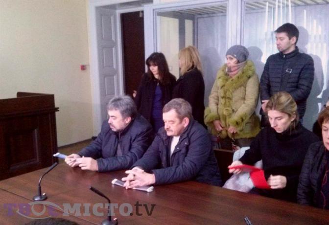 Львівського лікаря, якого звинуватили усмерті дитини, засудили доодного року ув'язнення
