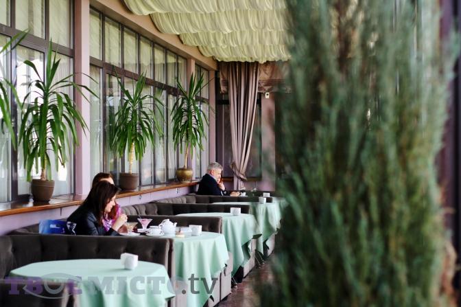 «Dnister Panorama Bar» на останньому поверсі готелю «Дністер» 110e6e85df241