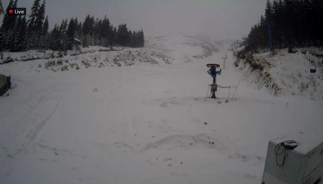 Фотофакт: курорти Карпат засипає снігом фото 1