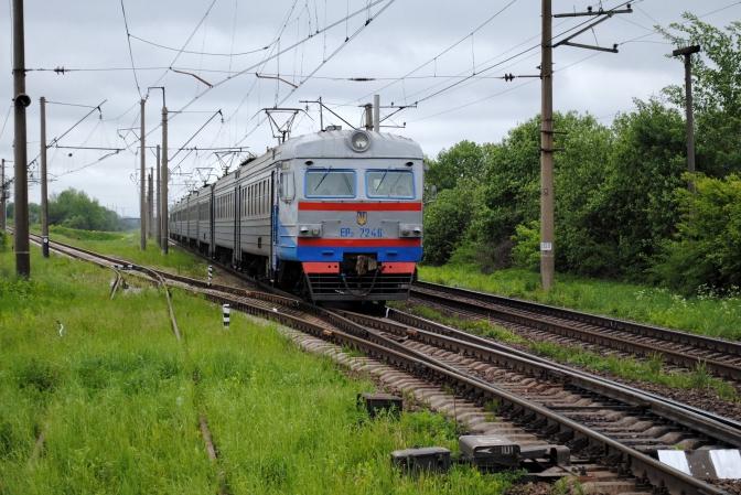 На Львівщині пасажири заблокували рух електрички через відсутність місць (ВІДЕО)