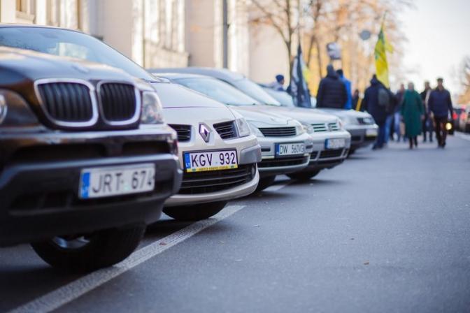 """Депутати пропонують звільнити від податків деякі """"євробляхи"""""""