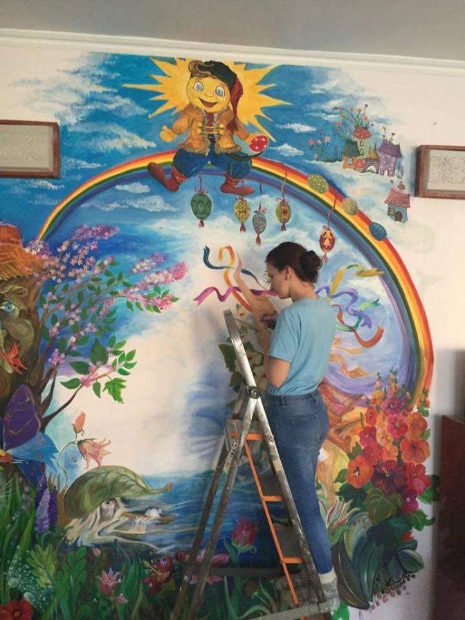 У Львові студенти-дизайнери розмалювали кімнату в дитячому будинку. Фото 0b618fa0afdaf