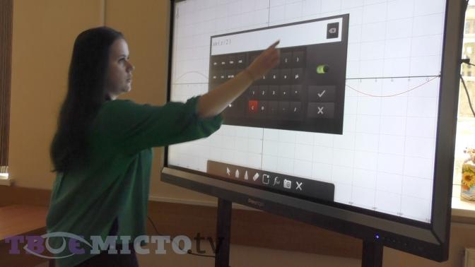 Відеофакт: школи Львова обладнали першими в Україні мультитач-панелями фото 2