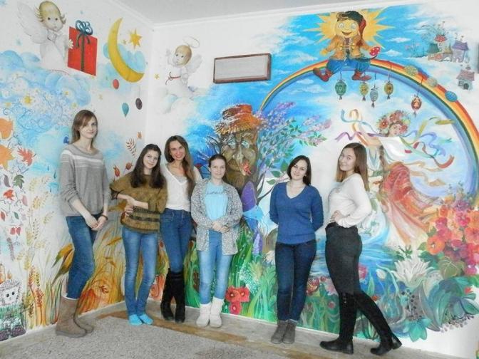 ... Як львівські студенти-дизайнери малювали на стіні картину Пікассо.  Фото. Спілкувалась Юлія Сабадишина 4775ffd108237