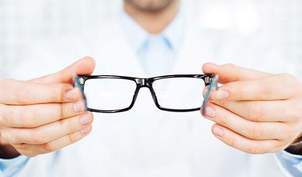 Як правильно обрати окуляри. Пояснення офтальмолога e409eff812561