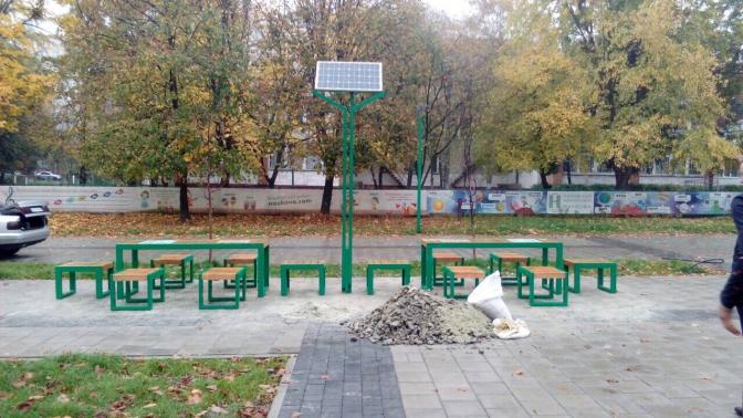 Де саме: у Львові встановили вуличні дошки для гри в шахи і нарди фото