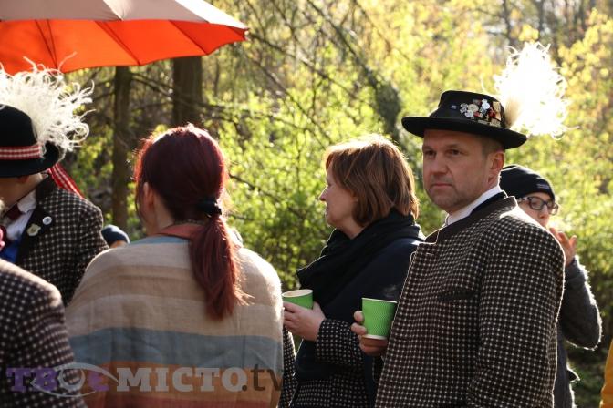 Фоторепортаж: як львів'яни святкують Великдень у Шевченківському гаю фото 3
