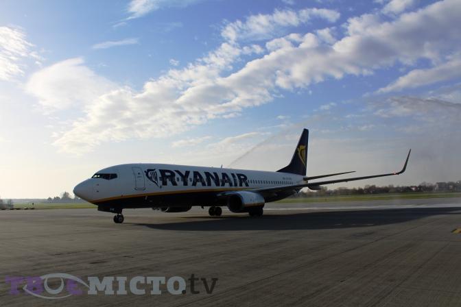 Фото  Вікторія Ейсмунт. Фото  Вікторія Ейсмунт. Ірландська авіакомпанія Ryanair  оголосила розпродаж з ... bd49396cc6e1b