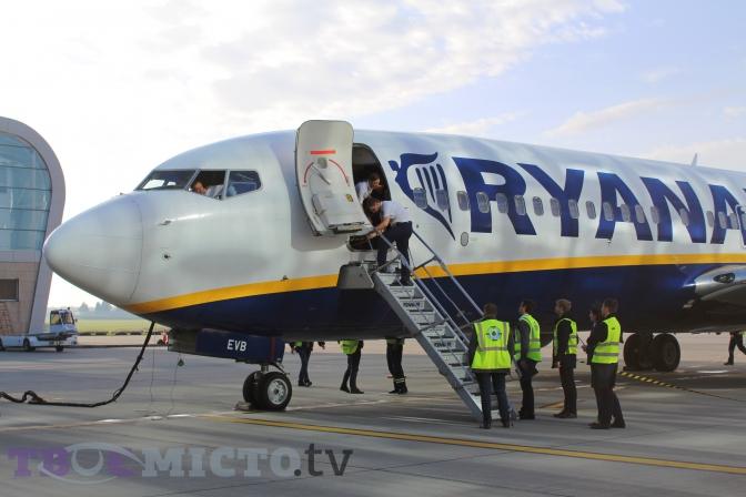 Фото  Вікторія Ейсмунт. Фото  Вікторія Ейсмунт. Авіакомпанія Ryanair  проводить розпродаж квитків на напрямки з Києва та Львова ... c1163ba56b44c