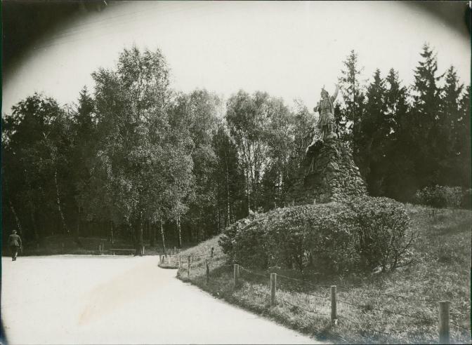 Колись і тепер: як виглядали львівські парки фото 1