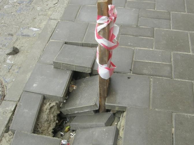 Фотофакт: свіжий ремонт на вулиці Мечникова вже треба переробляти фото