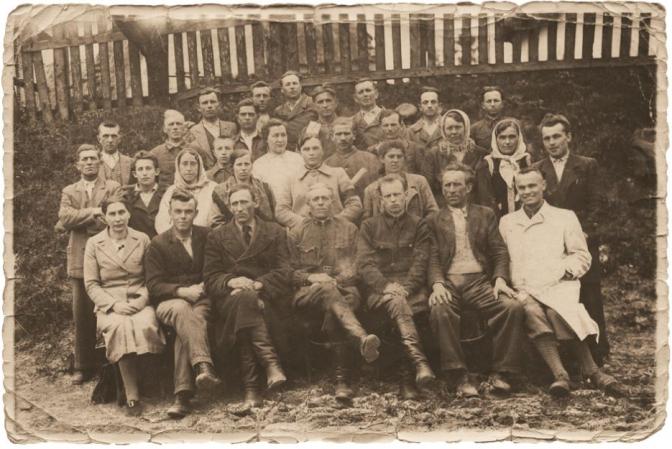 На фото працівники Бібрецького молокозаводу (12.05.1942 р.)