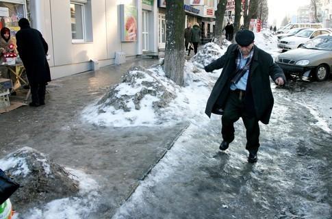 В Карпатах зберігається лавинна небезпека, а на дорогах Прикарпаття - ожеледиця