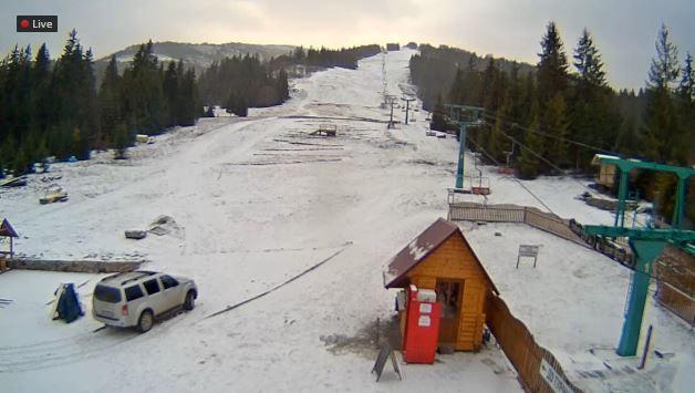 Фотофакт: курорти Карпат засипає снігом фото 3