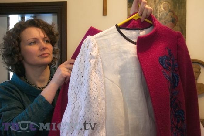Роксолана Миронович – майстриня етно одягу і прикрас. Створює одяг для  рідних вже багато років e64ba49cf8e47