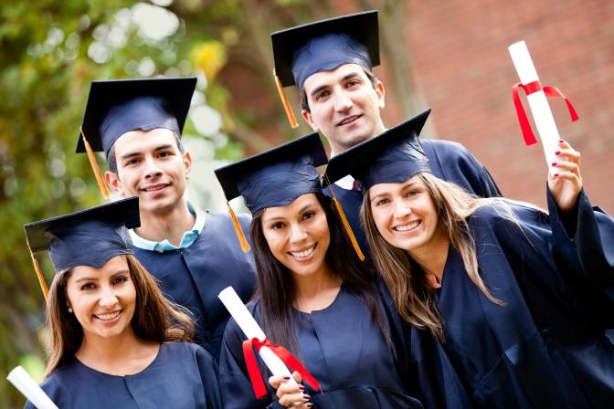 Виші США кличуть українських випускників: обіцяють степендії і роботу
