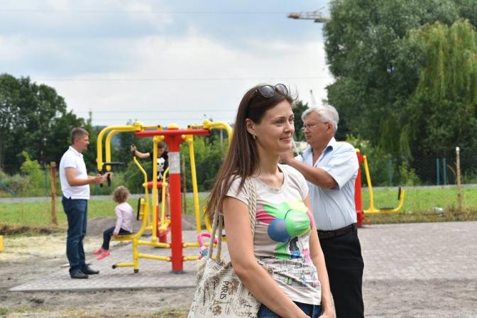 Зроби сам: мешканці  одного з львівських  мікрорайонів встановили вуличні тренажери фото 2