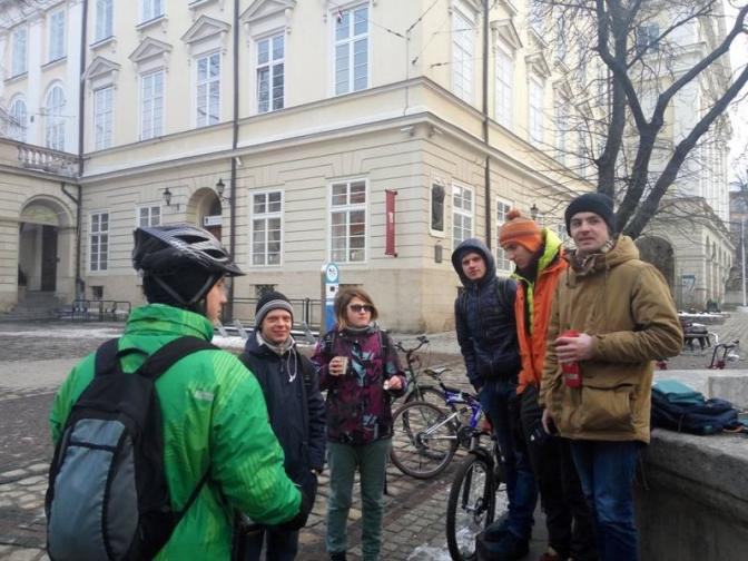 Як це було:  львів'яни взимку добирались на роботу роверами фото 1