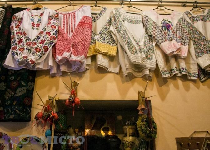 Львів янка Уляна Явна колекціонує давній український одяг віддавна. Із  часом захоплення молодої дівчини переросло у сімейний бізнес. 391bdda683731