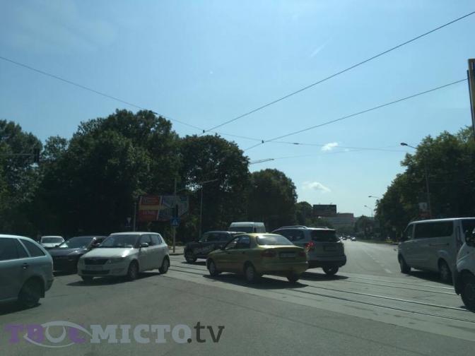 Фото: перехрестя вулиць Липинського-Замарстинівська